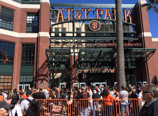 The_line_out_front_three_hours_before_first_pitch